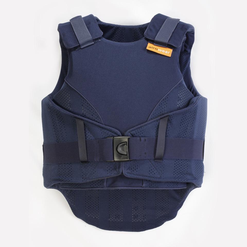 Dit is de voorkant van de blauwe bodyprotector voor kinderen van Airowear Reiver.