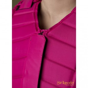 sir-lancelot-bodyprotector-2016-pink-roze-c-lose-front